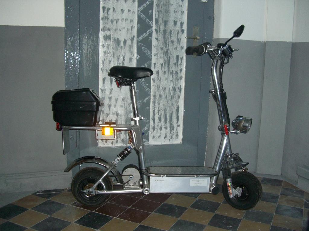 elektro scooter roller mit strassenzulassung in herne. Black Bedroom Furniture Sets. Home Design Ideas