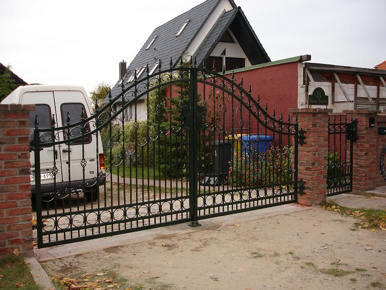 zaun z une aus polen metallzaune metalltreppen balkone tore mit elektroantrieb in n rnberg. Black Bedroom Furniture Sets. Home Design Ideas