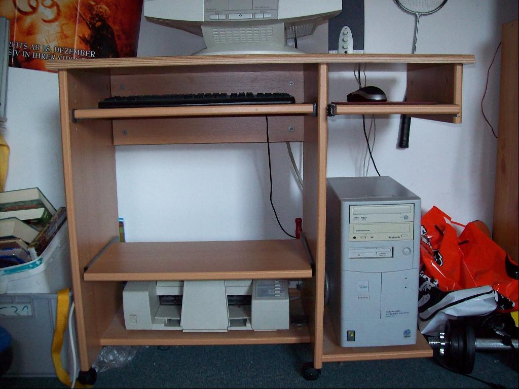 pc computer tisch in essen m bel und haushalt kleinanzeigen. Black Bedroom Furniture Sets. Home Design Ideas