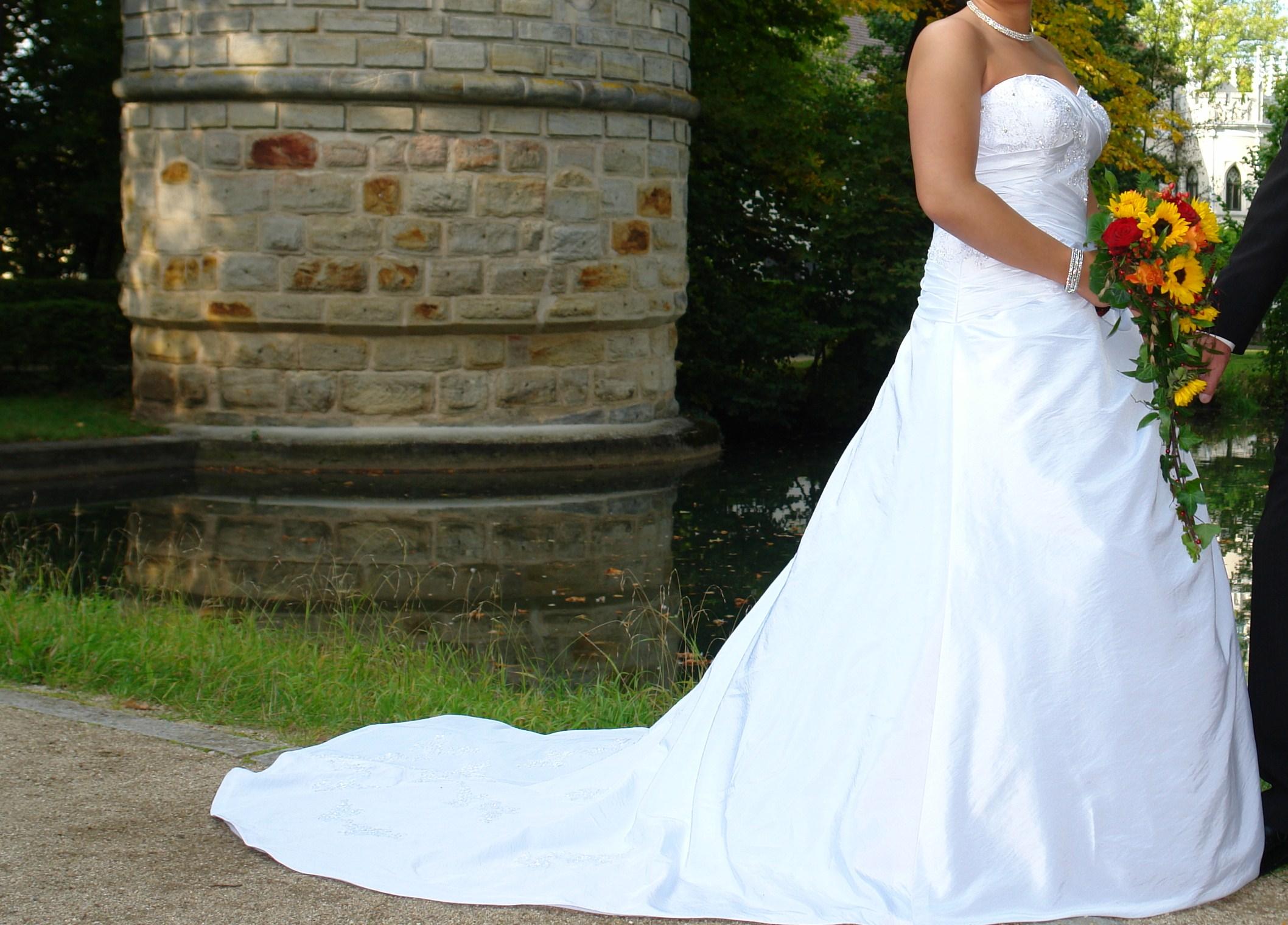 Weisses Hochzeitskleid - Hochzeit-Trauung-Party