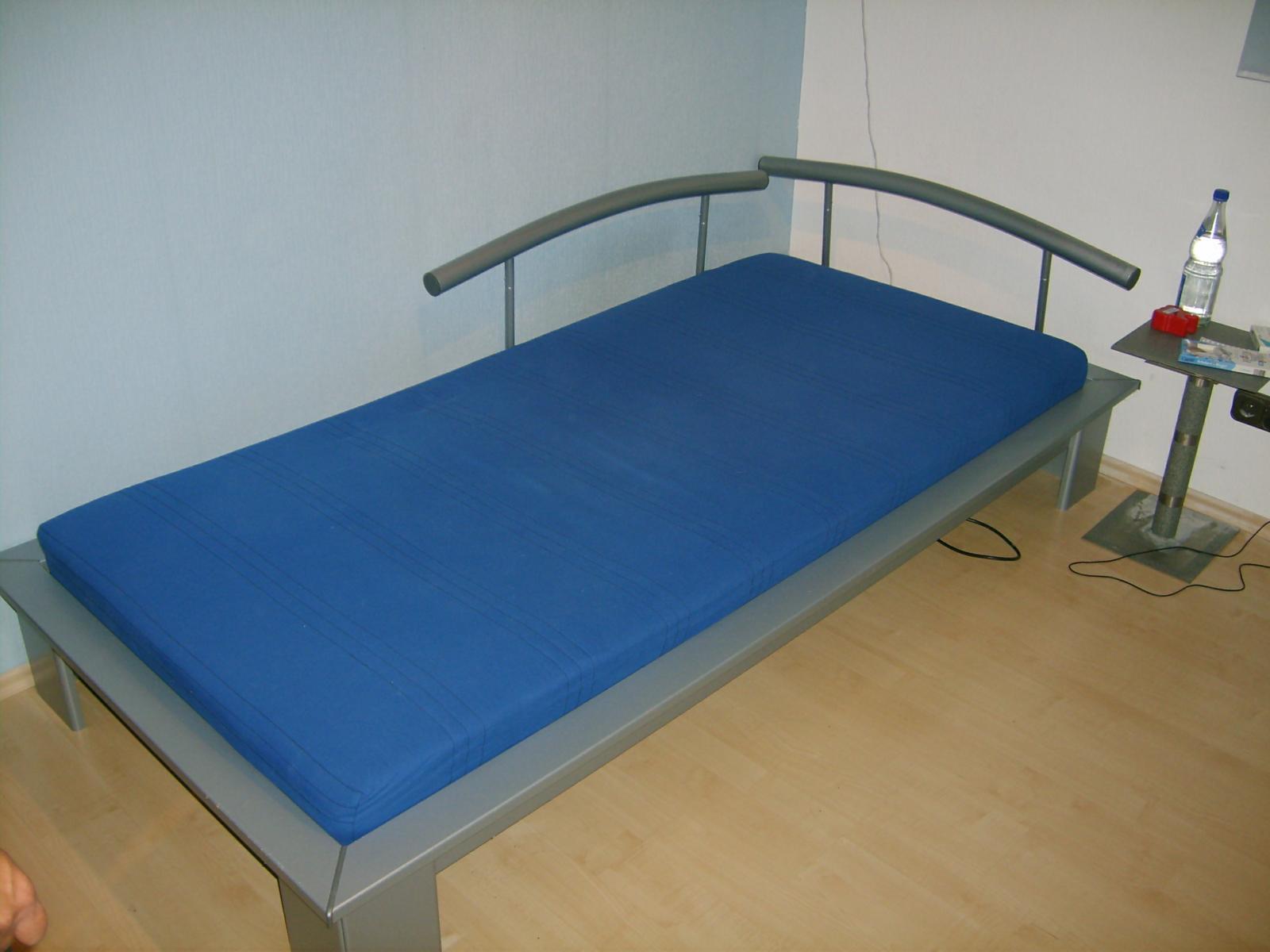 jugendbett mit schubladen und lattenrost in berlin m bel und haushalt kleinanzeigen. Black Bedroom Furniture Sets. Home Design Ideas