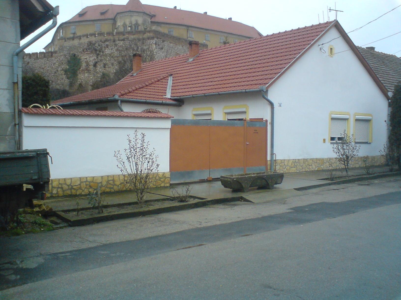 einfamilienhaus in ungarn zu verkaufen in sikl s ungarn immobilien kleinanzeigen. Black Bedroom Furniture Sets. Home Design Ideas