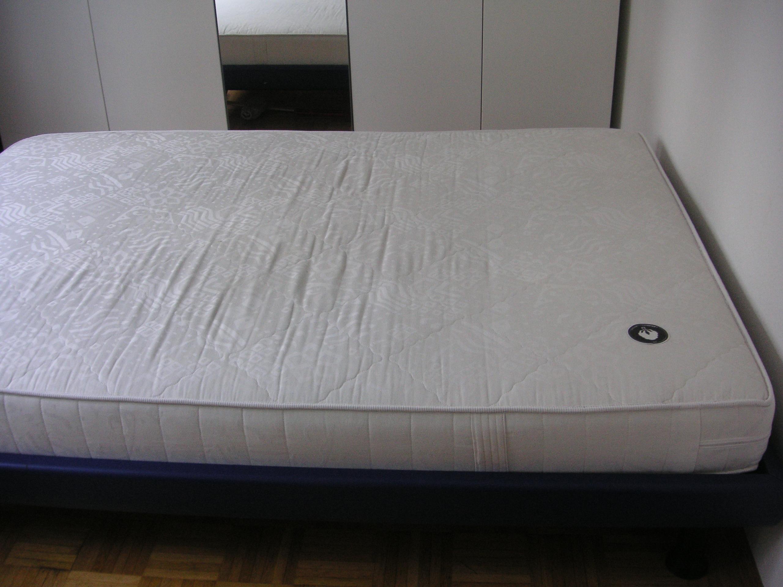 40 00 Meter Bett Mit Matratze Und Lattenrost Zu Verschenken In