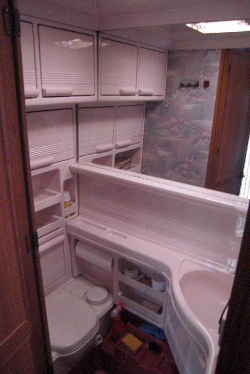 wohnwagen renovieren innen caravan renovation before and. Black Bedroom Furniture Sets. Home Design Ideas