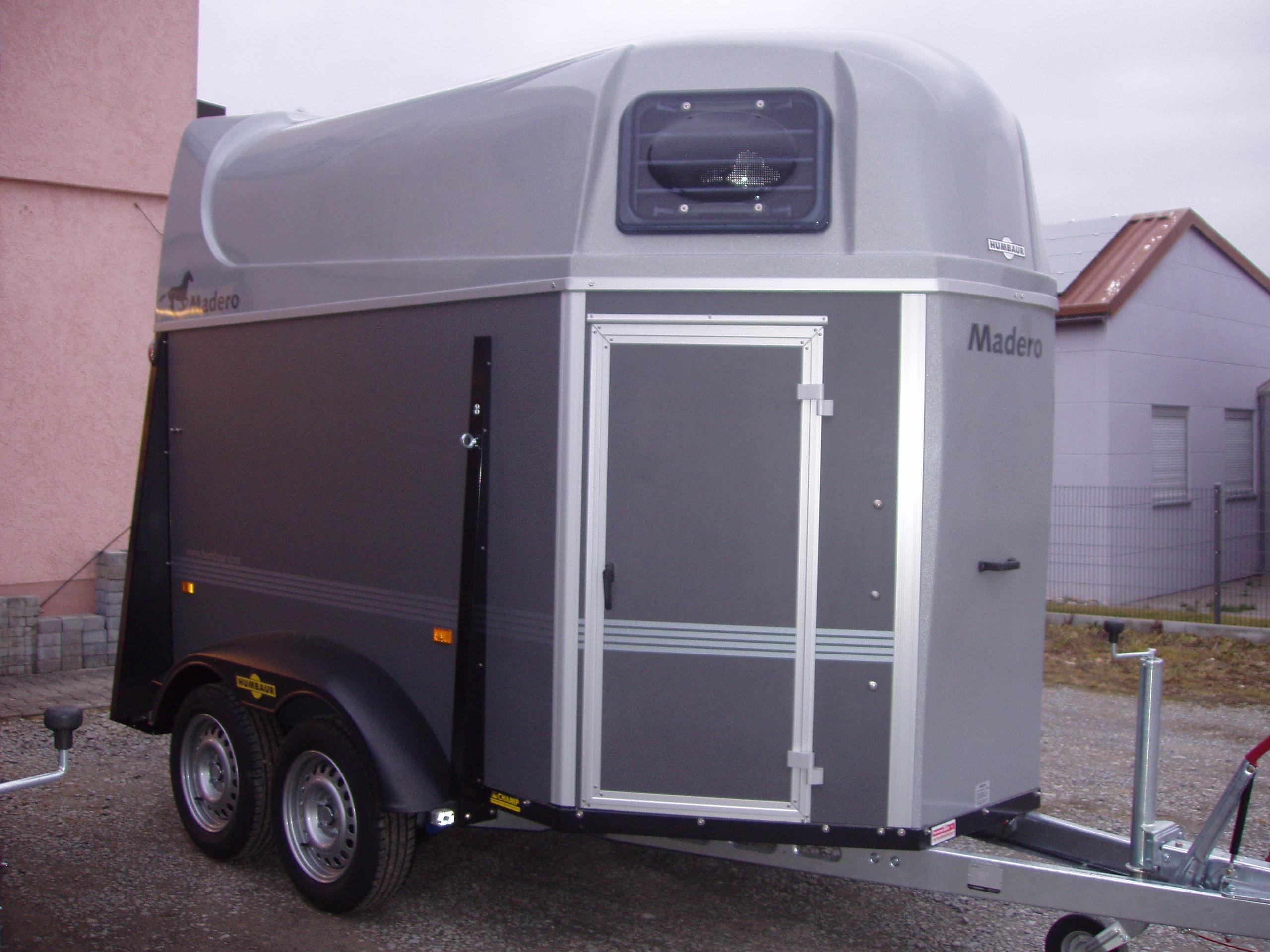 pferdeanh nger humbaur carrus ausstellungsanh nger in. Black Bedroom Furniture Sets. Home Design Ideas