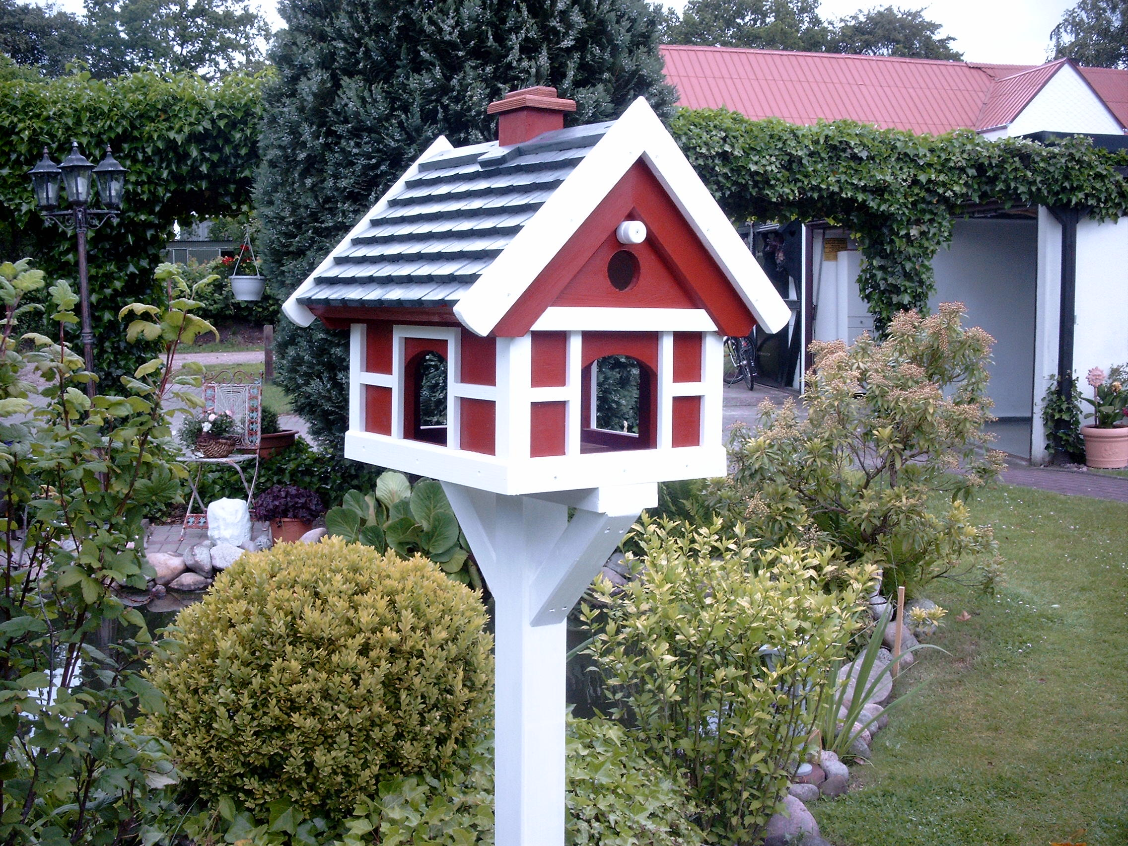 vogelfutterhaus in lindewitt handwerk hausbau garten kleinanzeigen. Black Bedroom Furniture Sets. Home Design Ideas