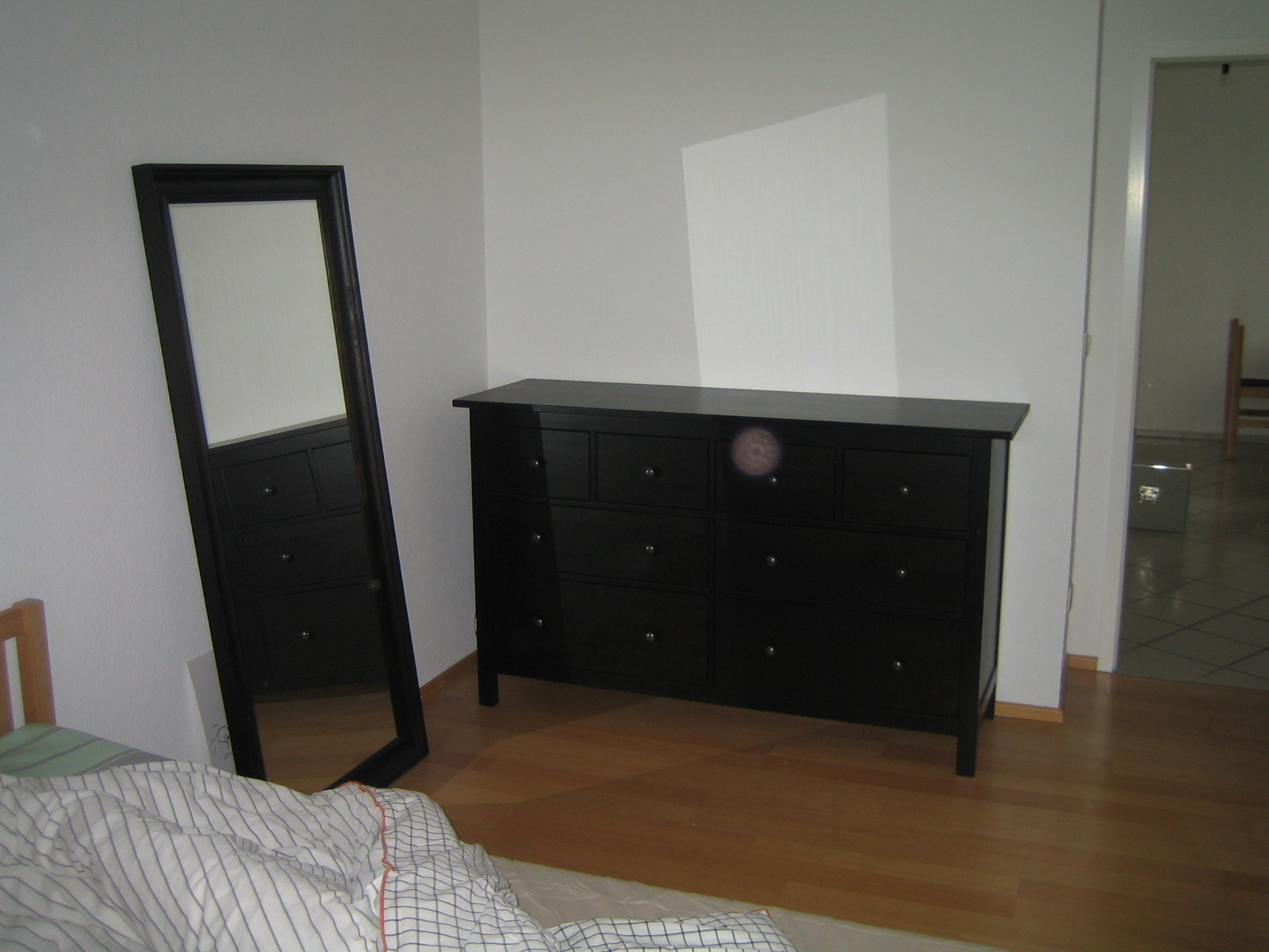 ikea kleine kommode mit eine klappe und eine schublade die neueste innovation der. Black Bedroom Furniture Sets. Home Design Ideas
