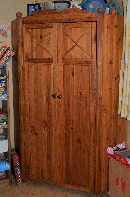 kinderzimmer mit eckschrank hochbett kommode kiefer massiv in gladbeck haushalt kleinanzeigen. Black Bedroom Furniture Sets. Home Design Ideas