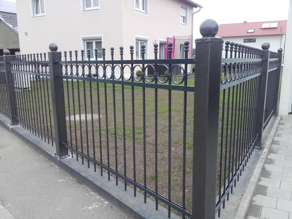 Zaun Metallzaun Tore Gelander in Magdeburg