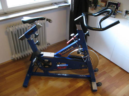 tomahawk spinning bike rad indoor cycling home trainer in sinzing sport kleinanzeigen. Black Bedroom Furniture Sets. Home Design Ideas