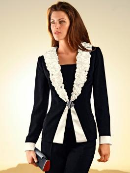 Ein schicker und eleganter anzug festliche kindermode f r for Festliche blazer damen