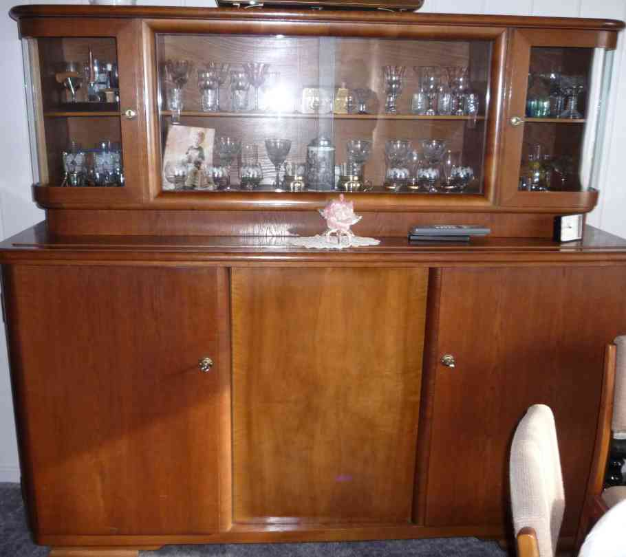 antiquit tes buffet wundersch n abgelaugt holzornamente in neuried m bel und haushalt. Black Bedroom Furniture Sets. Home Design Ideas