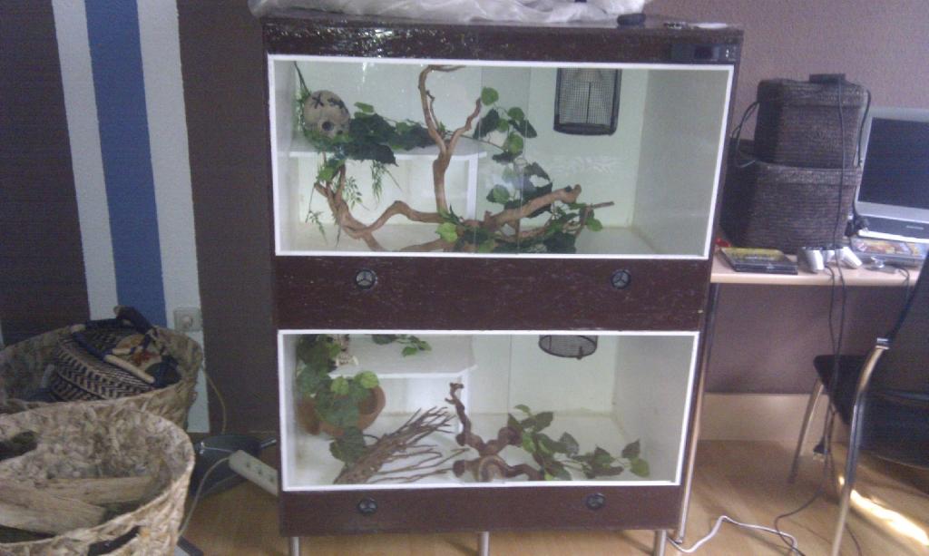 1x terrarium sehr gro abzugeben selbstbau in l bbecke tiere kleinanzeigen. Black Bedroom Furniture Sets. Home Design Ideas