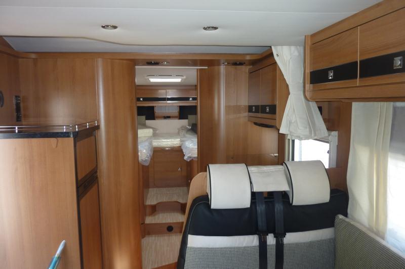 wohnmobil mieten lmc 733 teilintegriertes sondermodel. Black Bedroom Furniture Sets. Home Design Ideas