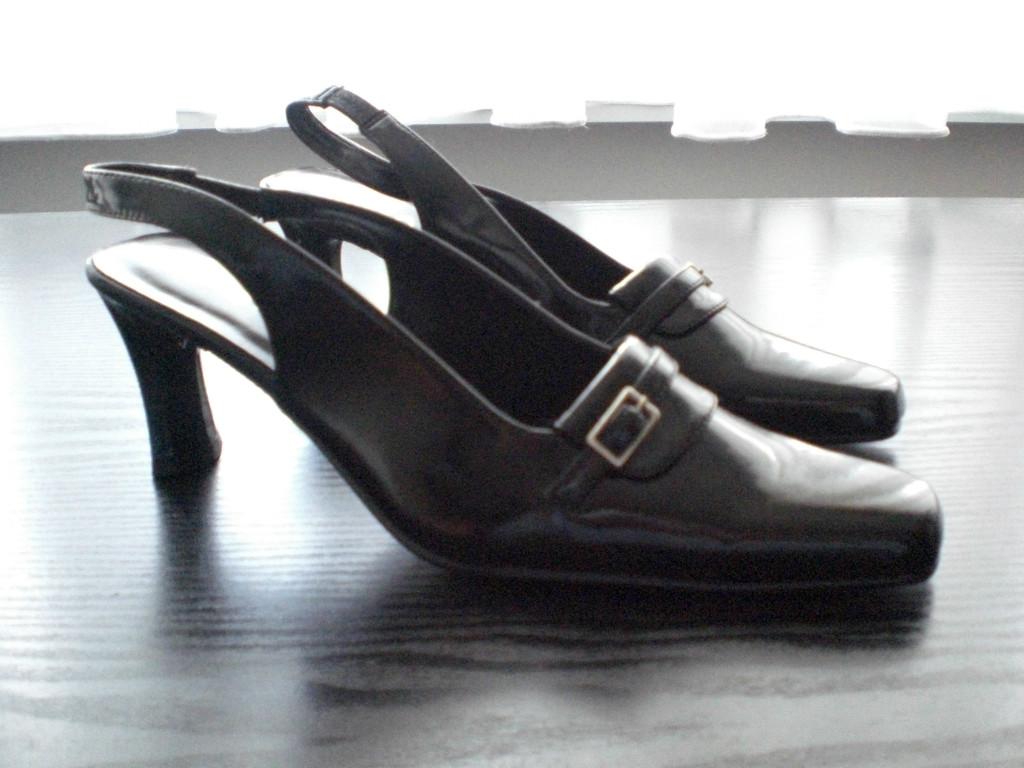 hochhackige schwarze damen lackschuhe zu verkaufen in berlin kleidung schmuck kleinanzeigen. Black Bedroom Furniture Sets. Home Design Ideas