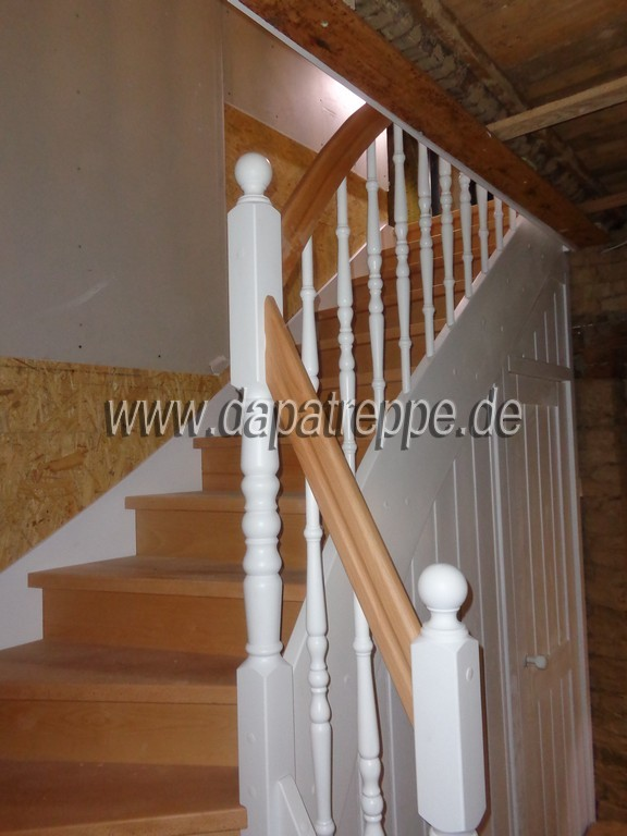 treppe holztreppe bolzentreppe massivholztreppen aus polen in dessau ro lau handwerk hausbau. Black Bedroom Furniture Sets. Home Design Ideas