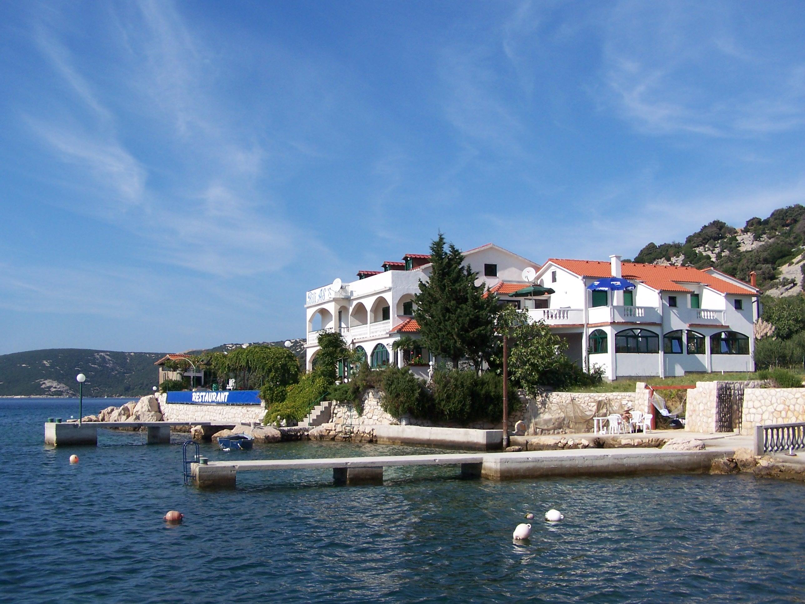 Haus am meer bei sonnenuntergang  Direkt bei meer traum sonnenuntergang insel Rab Kroatien haus Bili ...