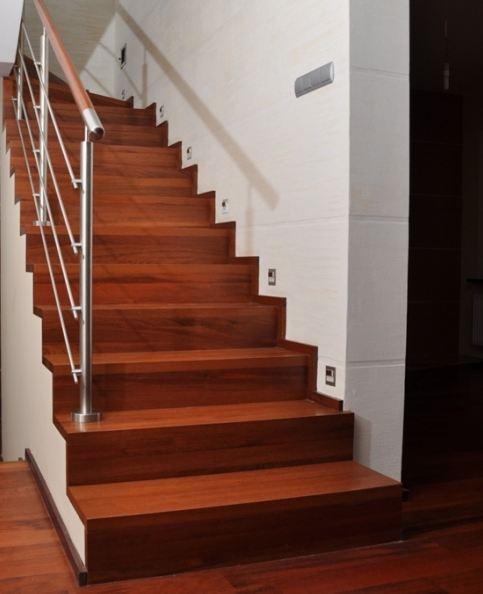 massivholztreppen treppe holztreppen mit edelstahl in berlin handwerk hausbau garten. Black Bedroom Furniture Sets. Home Design Ideas