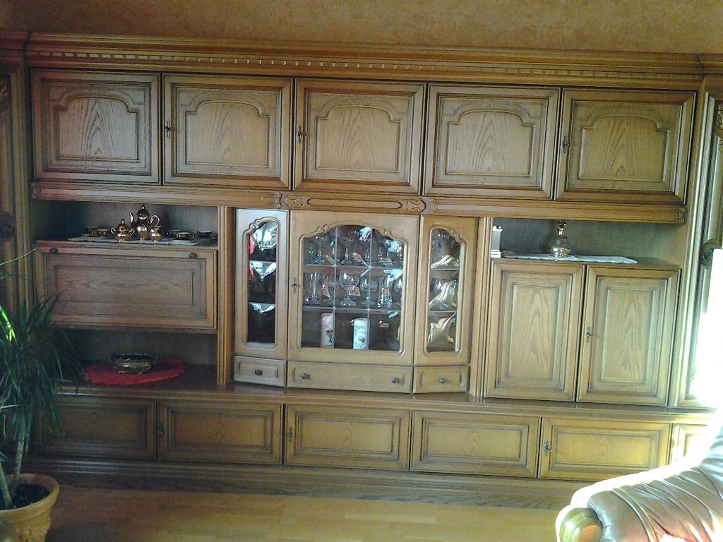 Wohnzimmerschrank Eiche Rustikal Sehr Gut Erhalten An Selbstabholer Zu Verkaufe